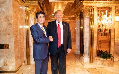 [한승동의 티핑포인트]아베는 어떻게 일본을 쇠망으로 이끄는가