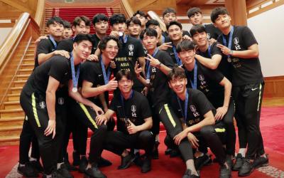 U20 축구 독법: '독사'와 '삼촌'…시대와 리더십의 거울